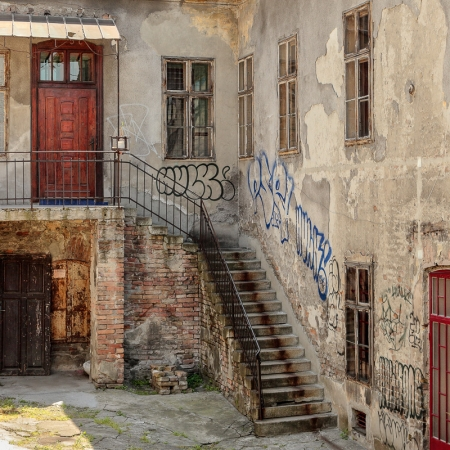 "Fotografie ""Old Belgrade Courtyard"""
