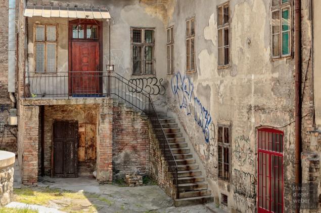 """Fotografie """"Old Belgrade Courtyard"""""""